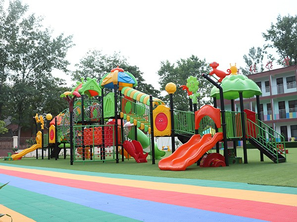 开心玩具按时交付游乐设施工程给到沈丘县大唐天龙君