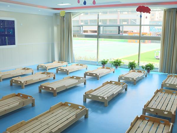 周口市新站乡天齐幼儿园采购开心玩具木制一体床